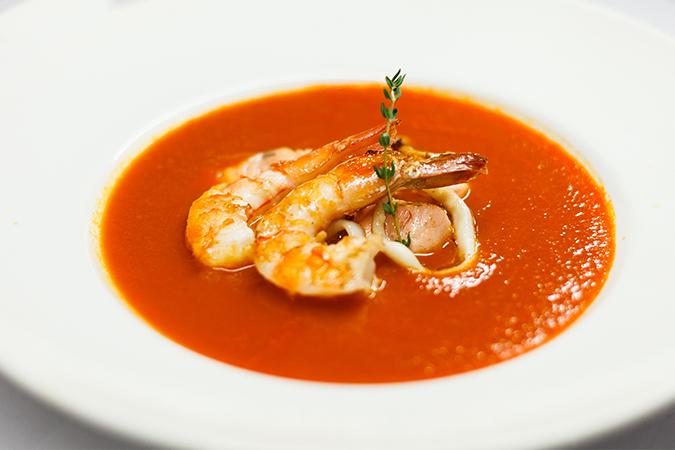 Томатный суп с копчеными морепродуктами